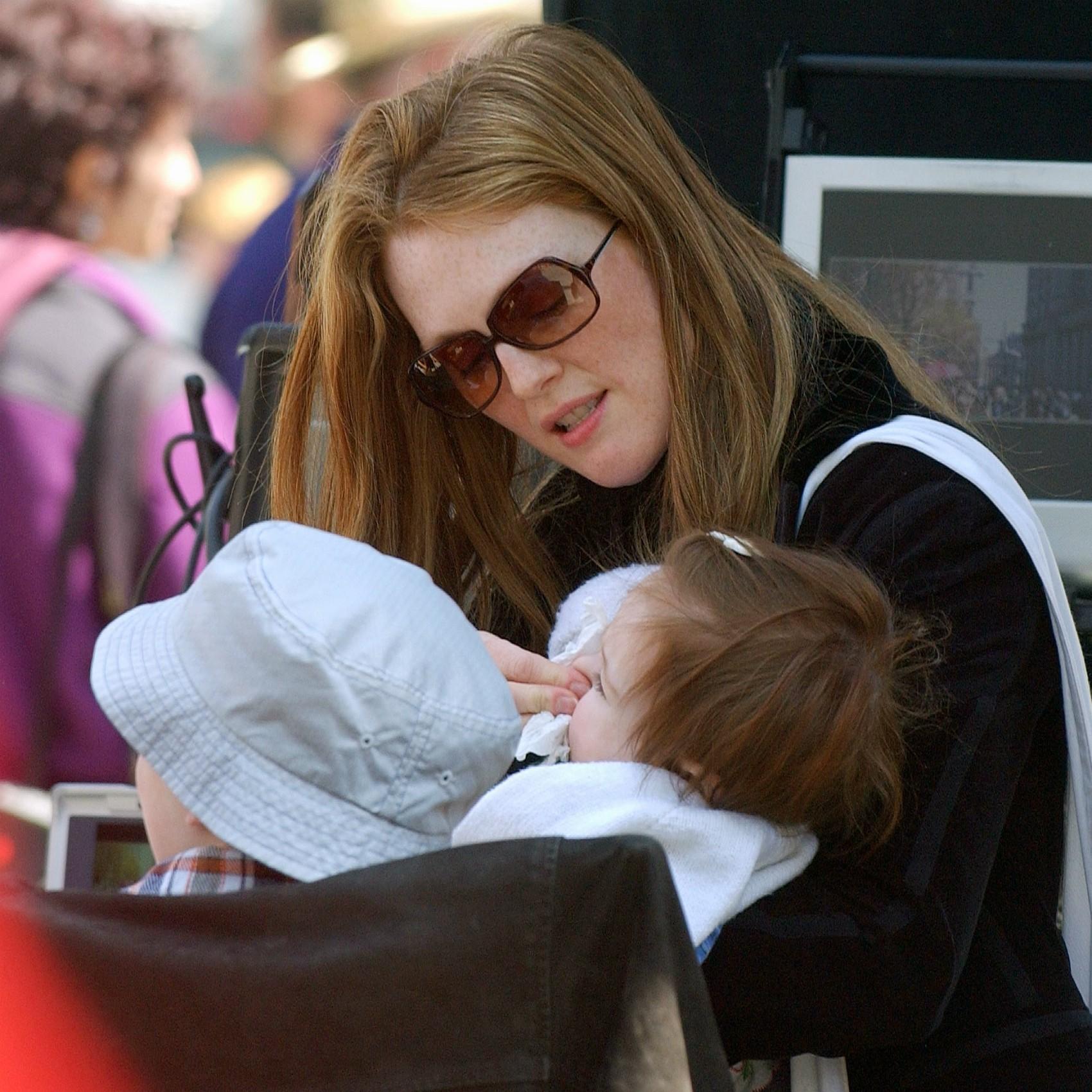 A caçula da atriz Julianne Moore, Liv, nasceu em casa. (Foto: Getty Images)