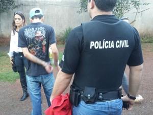 Preso foi encontrado em Foz do Iguaçu, na mesma região (Foto: Polícia Civil/ Divulgação)