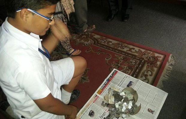 Akash Mukherjee havia poupado 3,5 mil rúpias (R$ 165)  (Foto: BBC)
