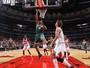 Na estreia de Wade, Bulls sofrem e são dominados pelos Bucks em casa