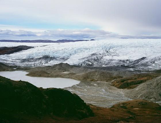 Derretimento das geleiras, possivelmente causado pelas mudanças climáticas, atrai turistas para a Groenlândia (Foto: Uriel Sinai/Getty Images)