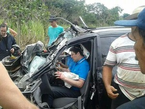 Deputado estadual Glauber Coelho sofre acidente em Cachoeiro de Itapemirim (Foto: Bruna Athaide/ Foto Leitor A Gazeta)