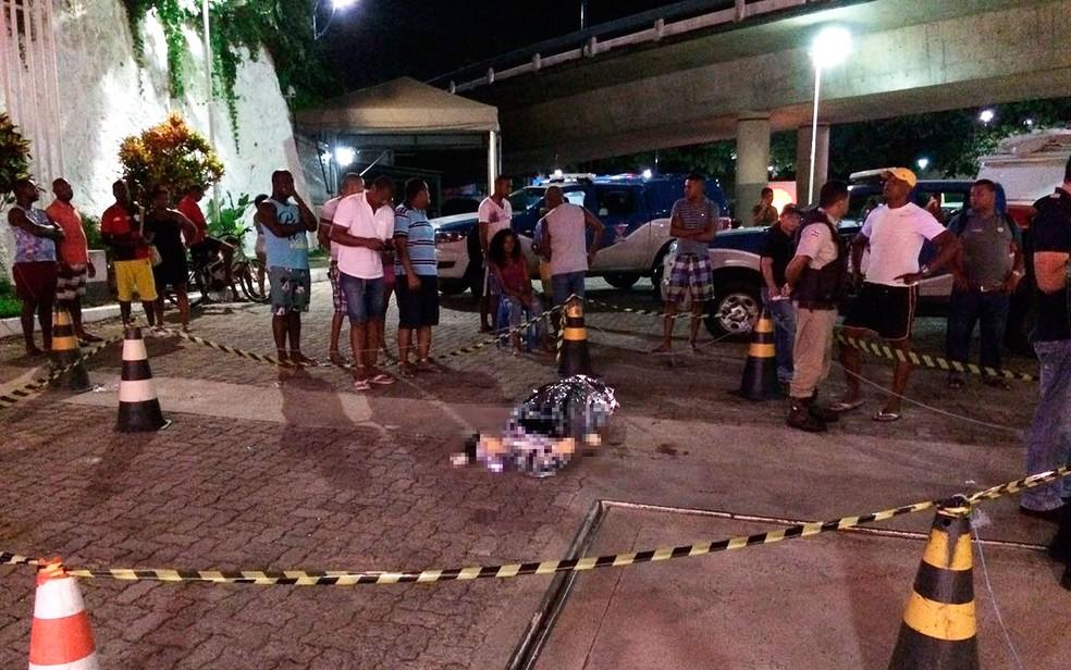 Torcedor do Bahia é morto na Avenida Vasco da Gama, em Salvador (Foto: Eduardo Oliveira/TV Bahia)