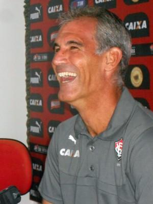 Carlos Amadeu; Vitória (Foto: Raphael Carneiro)