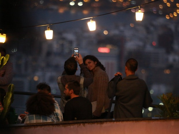 Camila Alves no Morro do Vidigal, na Zona Sul do Rio (Foto: Dilson Silva e Marcello Sá Barretto/ Ag. News)
