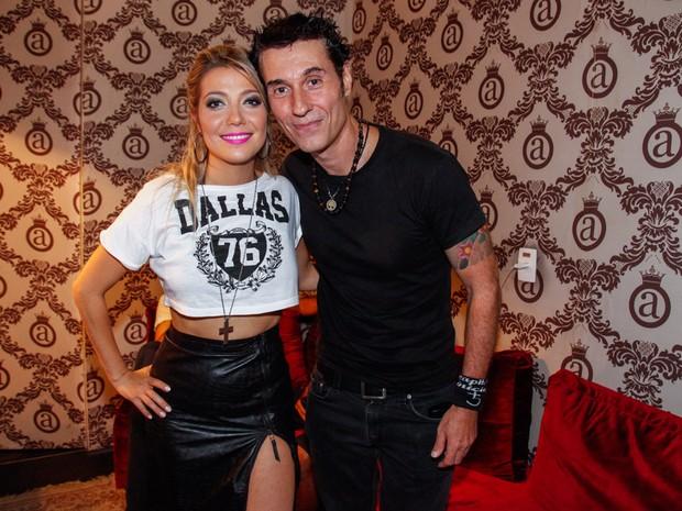 Luiza Possi e Dinho Ouro Preto em bastidores de show em São Paulo (Foto: Manuela Scarpa e Marcos Ribas/ Foto Rio News)