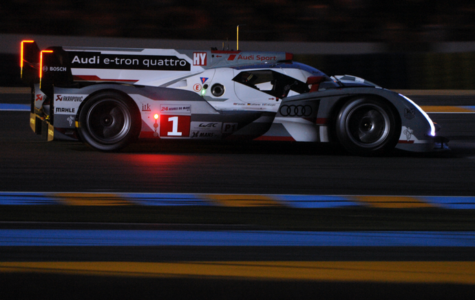 Andre Lotterer nas 24 horas de Le Mans (Foto: AFP)