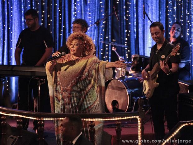 Alcione solta a voz durante a gravação (Foto: Salve Jorge/TV Globo)