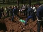 Vítima de acidente com ônibus é enterrada em Itaquera, em SP