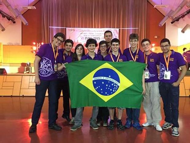 Estudantes brasileiros ganharam medalha de prata e quinta colocação em Olimpíada Internacional de Física (Foto: Organização IYPT Brasil)