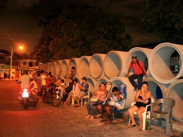 Pais planejavam se esconder em tubulação, caso chovesse (Foto: Marcos Dantas/G1 AM)