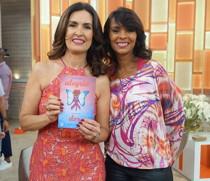 Apresentadora com Anna Paula, que escreveu um livro sobre sua luta contra a câncer (Foto: Juliana Hippertt/Gshow)