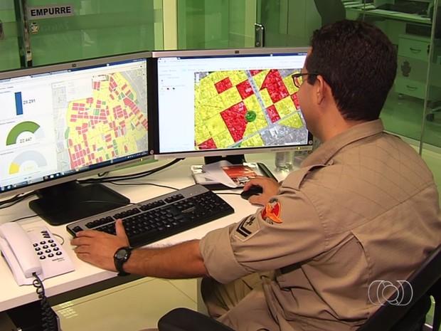Monitoramento eletrônico ajuda a acabar com 27 mil focos do Aedes aegypti em Goiás (Foto: Reprodução/TV Anhanguera)