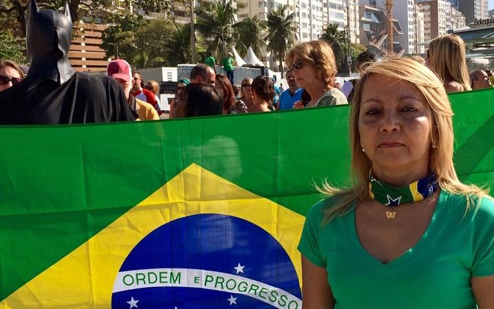Ivanilda Lopes, dona de casa de 50 anos, protesta em Copacabana