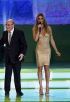 Saiba tudo sobre o look de Fernanda Lima no sorteio da Copa