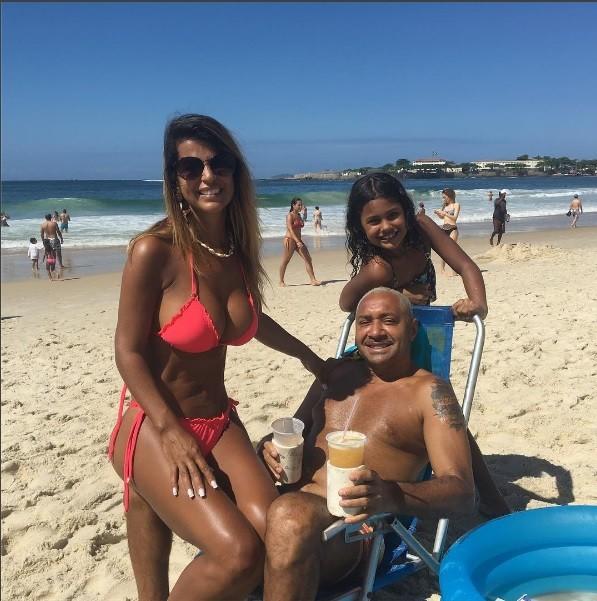Tiririca curte praia em família (Foto: Reprodução/Instagram)