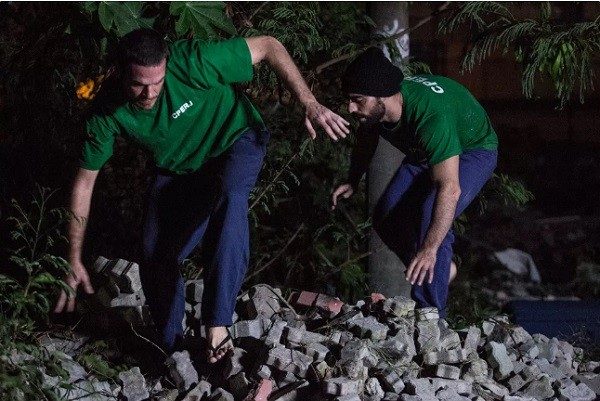 Emílio na sequência em que seu personagem fugiu da prisão na novela  (Foto: Reprodução/ TV Globo)