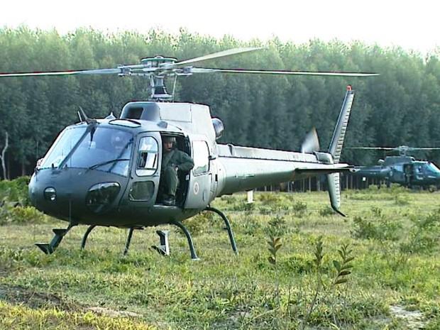 Pilotos do exército devem continuar em treinamento na região de São Carlos, até sexta-feira (Foto: Paulo Chiari/EPTV)