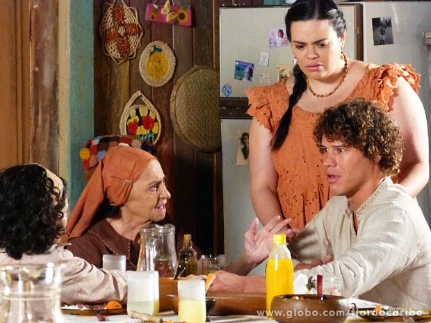 Candinho fica arrasado ao descobrir que Dionísio não quer saber dele (Foto: Flor do Caribe / TV Globo)