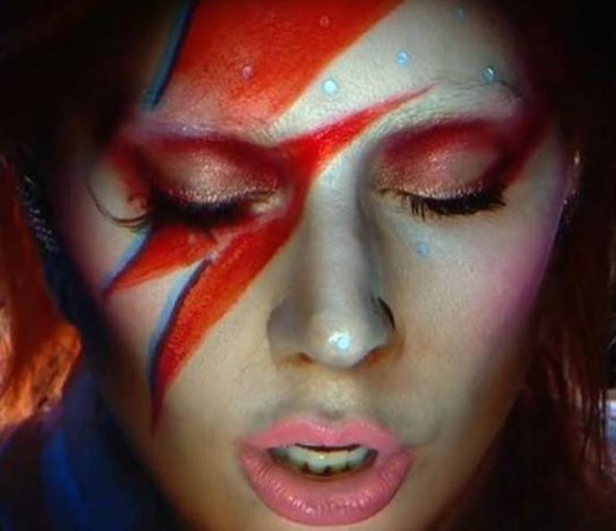 Lady Gaga durante sua performance em homenagem a David Bowie no Grammy  (Foto: Reprodução)
