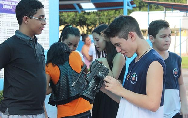 Alunos receberam orientações sobre introdução ao cinema (Foto: Katiúscia Monteiro/ Rede Amazônica)