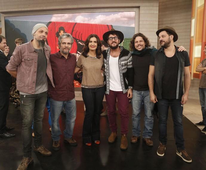 Fátima posa com a banda Suricato (Foto: Raphael Dias/Gshow)