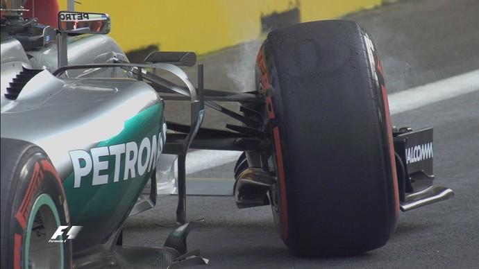 Lewis Hamilton quebrou roda da Mercedes em erro bobo no treino classificatório para o GP da Europa, em Baku (Foto: Divulgação)