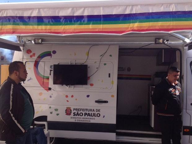 Unidade móvel LGBT é inaugurada e terá orientação jurídica (Foto: Tatiana Santiago/G1)