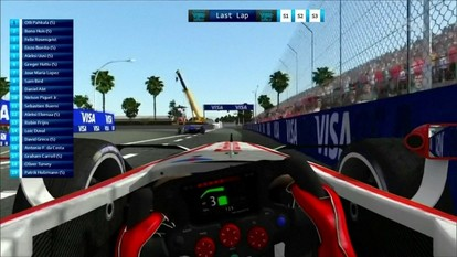 Fórmula E: Pilotos profissionais e gamers competem em feira de eletrônicos