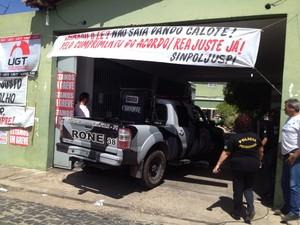 Presos quebraram celas e tentaram agredir agentes durante rebelião (Foto: Catarina Costa / G1)