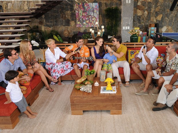 Xuxa e Junno reúnem casais famosos para DR (Foto: TV Globo/Blad Meneghel)
