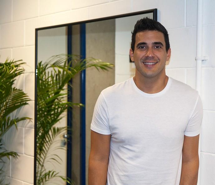 André Marques posa nos posa nos bastidores do Amor & Sexo (Foto: Artur Meninea/Gshow)