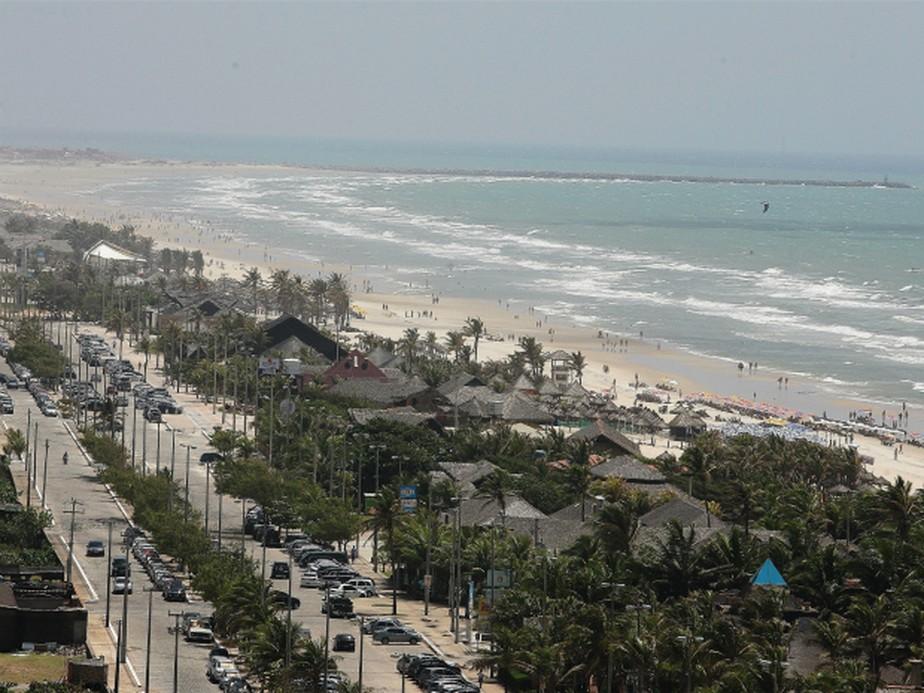 Justiça determina retirada de barracas irregulares na Praia do Futuro