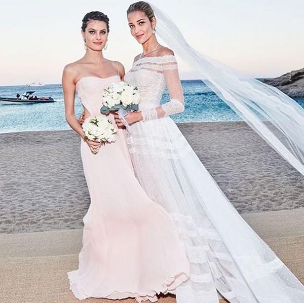 Isabeli Fontana foi madrinha do casamento de Ana Beatriz Barros (Foto: Reprodução / Instagram)