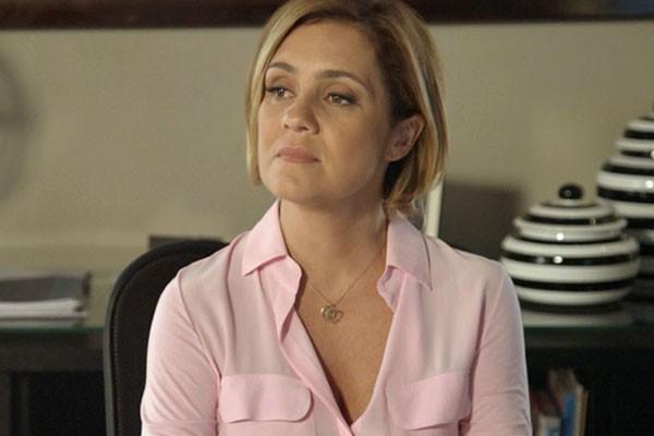 Inês ouve poucas e boas da mãe de Aderbal (Foto: TV Globo)