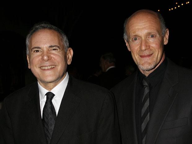 Em foto de 15 de novembro de 2007, os produtores Craig Zadan, à esquerda, e Neil Meron participam do Santa Barbara International Film Festival's Kirk Douglas Award; a dupla conduziu o Oscar 2013 e está escalada para  cerimônia de 2014 (Foto: Michael A. Marian/AP)