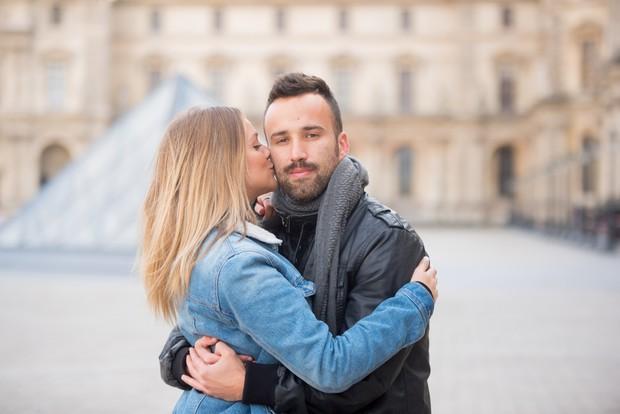 Gabi Lopes posa com amigo em Paris (Foto: Leandro Dias/Divulgação)