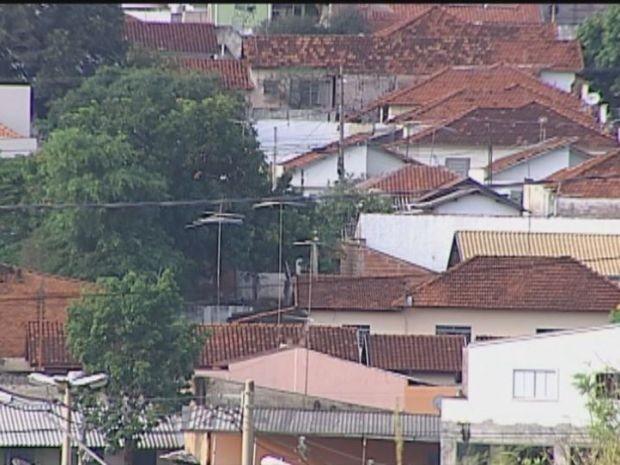 Estimativa é de que existam 80 mil construções consideradas clandestinas em Bauru (Foto: TV TEM/Reprodução)