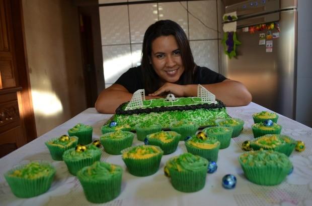Michele Ribeiro começou a fazer doces aos 14 anos (Foto: Magda Oliveira/G1)