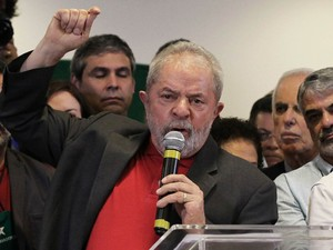 O ex-presidente Luiz Inácio Lula da Silva durante pronunciamento após a primeire denúncia que o colocou como réu na operação Lava Jato, na semana passada (Foto: Fernando Donasci/Reuters)