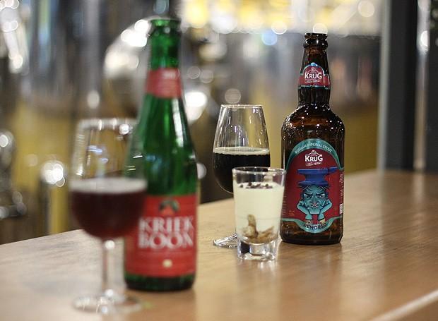 As cervejas Kriek Boon e Krug Russian Imperial Stout (Foto: Cristiane Senna/Editora Globo)