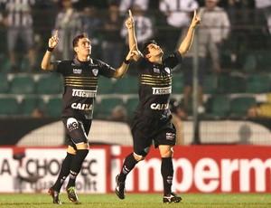 Caio e Aloisio, Figueirense e Corinthians (Foto: Cristiano Andujar / Agência Estado)