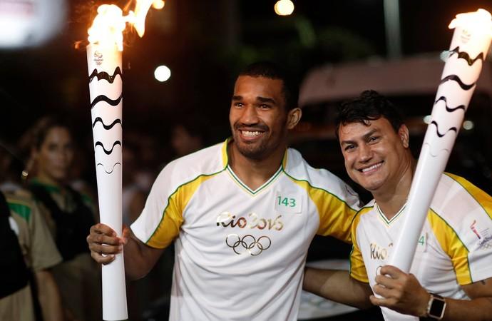 Tocha olímpica salvador esquiva falcão e popó boxe (Foto: Rio 2016/Andre Luiz Mello)