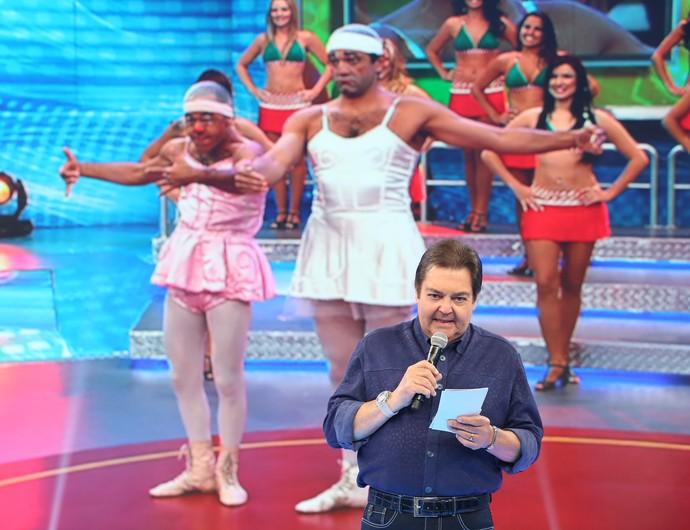 Fausto relembra número de circo de Domingos Montagner no Domingão (Foto: Carol Caminha/Gshow)