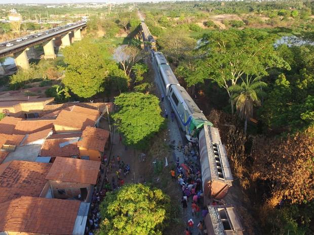 Acidende entre metrô e trem na Zona Sul de Teresina (Foto: Magno Bomfim/TV Clube)