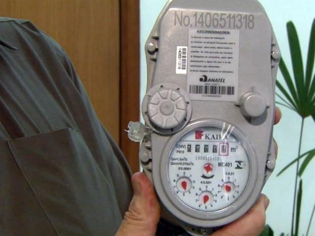 Novo equipamento permite fazer a leitura da água via internet (Foto: Reprodução EPTV)