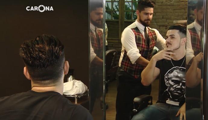 Gabriel Gava em uma barbearia em Uberlândia (Foto: Divulgação | Carona)