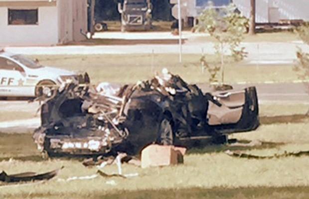 Imagem do carro da Tesla que deixou motorista morto após colisão nos EUA (Foto: Robert VanKavelaar/Handout via REUTERS)