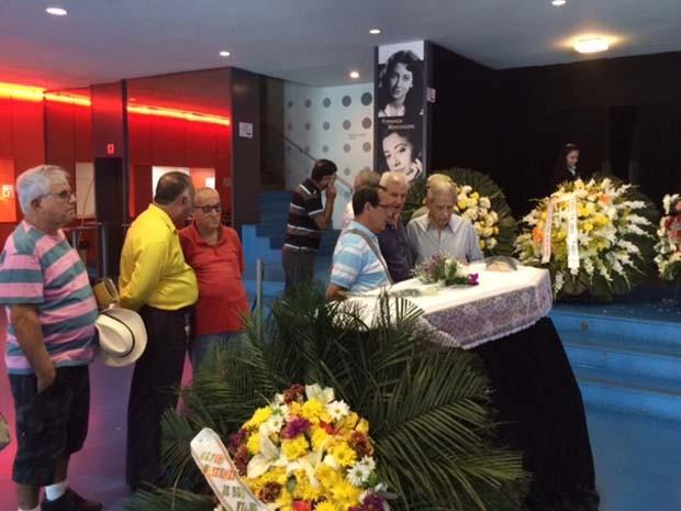 Fãs, amigos e familiares se despedem da cantora Marlene (Foto: Guilherme Brito/G1)