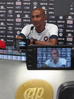 Técnico Cristóvão Borges Atlético-PR (Foto: Fernando Freire)